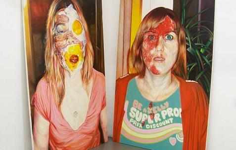 <p>(De gauche à droite) : David Morel, <strong><em>Mlle Eggs & Bacon</em></strong>, 2009, huile sur toile, 195x130cm, <strong><em>Miss Jelly</em></strong>, 2009, huile sur toile, 195x130cm. Vue de l'exposition <em>Cadeau d'anniversaire n°1</em>, Néon, Lyon, 2010. Photo : JAC / Néon.</p>