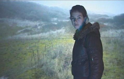 <p>Éléonore Saintagnan, <strong><em>Le Cercle</em></strong>, 2009, vidéo DV, 55min. Vue de l'exposition d'Éléonore Saintagnan, Néon, Lyon, 2010.</p>