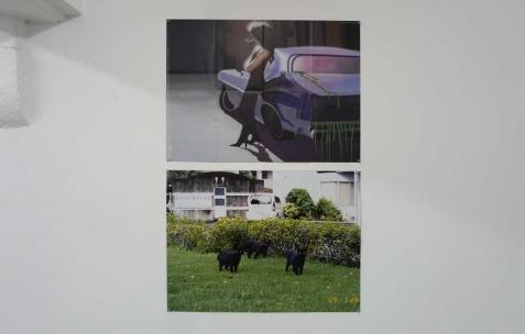 <p>Olivier Peyre, et Patrick Tsai pour<em> Broadcast Posters #5, </em>2009<strong><em>,</em></strong> tirage numérique, couleur, recto verso, 50×32,5cm. Vue de l'exposition <em>Broadcast Posters</em>, Néon, Lyon, 2010. Photo : Maxime Rizard / Néon.</p>