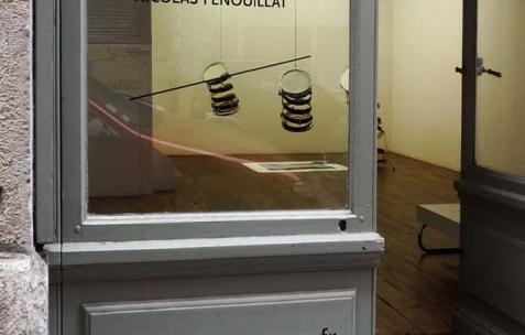 <p>Vue de l&rsquo;exposition de Nicolas Fenouillat, Néon, Lyon, 2010. Photo : Maxime Rizard / Néon.</p>