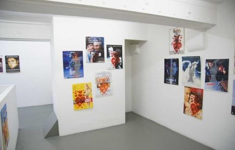 <p>Madame Lapin, série d'affiches sérigraphiées par Madame Lapin. Vue de l'exposition <em>Série A B Z et VHS</em>, Néon, Lyon, 2011. Photo : JAC / Néon.</p>