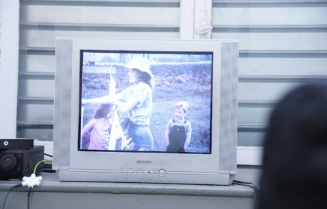 <p>Vue de l'exposition <em>Série A B Z et VHS</em>, Néon, Lyon, 2011. Photo : JAC / Néon.</p>