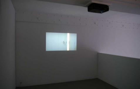<p>Olivia Boudreau, <strong><em>Les enfants</em></strong>, 2011,séquence HD, couleur, silence, 13 min. Vue de l&rsquo;exposition d'Olivia Boudreau, Néon, Lyon, 2011. Photo : Olivia Boudreau / Néon.</p>