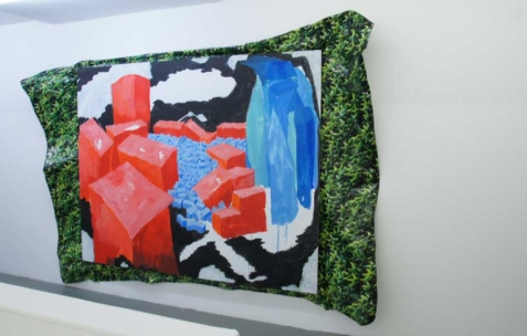 <p>Simon Bergala, <strong>Caduevo et Bororo</strong>, 2010, peinture à l'huile sur bâche imprimée sur châssis, dimension variable, ici : 200x260cm. Vue de l'exposition de Simon Bergala, Néon, Lyon, 2011. Photo : JAC / Néon.</p>