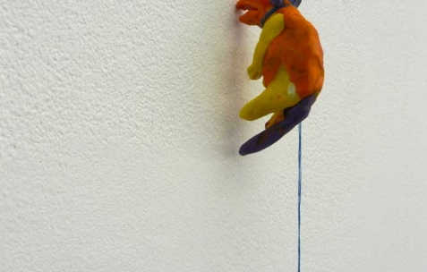 <p>Quentin Maussang, <strong><em>Sans titre</em></strong>, 2012, pâte à modeler, ficelle, acrylique sur toile. Vue de l&rsquo;exposition <em>Ah, ah, ah, animal</em>, Néon, Lyon, 2012. Photo : Maxime Rizard / Néon.</p>