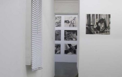 <p>Vue de l&rsquo;exposition <em>Précurseurs-sombres</em>, Néon, Lyon, 2012. Photo : JAC / Néon.</p>