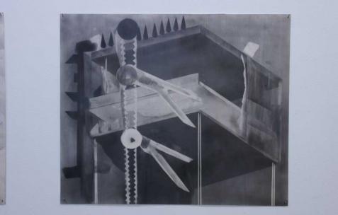 <p>Philip Vormwald, <strong><em>Peine de mort</em></strong>, 2011, graphite sur papier, 40x60cm. Vue de l&rsquo;exposition <em>Précurseurs-sombres</em>, Néon, Lyon, 2012. Photo : JAC / Néon.</p>