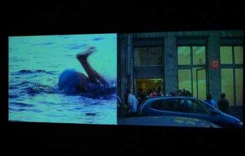 <p>(De gauche à droite) : Georges Rey, <strong><em>Les Enfants Gâtés de l'Art Contemporain</em></strong>, 1991, vidéo, 45min. Quentin Maussang, <strong><em>commune</em></strong>, 2011, vidéo, 25min. Vue de l'exposition <em>(1991-2011)</em> organisée par Néon<em>,</em> In Extenso, Clermont-Ferrand, 2012. Photo : In Extenso / Néon.</p>