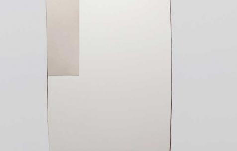 <p>(De gauche à droite) : Sébastien Maloberti, <strong><em>Lost in Chakigo</em></strong> (détail), 2013, résine acrylique et encre sur acier laqué, dimension 112 x 76 cm, <strong><em>sans titre</em></strong>, 2013, mur placoplâtre découpé, 200×90 cm. Vue de l'exposition <em>Blind Lemon</em>, Néon, Lyon, 2013. Photo : Clémence Bachat /Néon.</p>