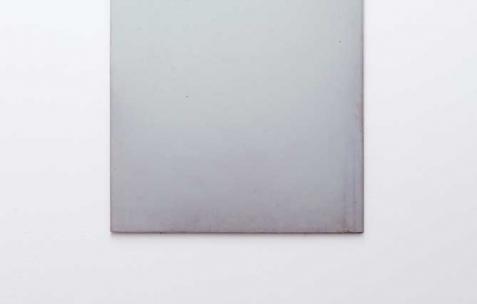 <p>Sébastien Maloberti, <strong><em>A walk in</em></strong>, 2013, résine et colorants sur bois, 42&#215;30 cm. Vue de l'exposition <em>Blind Lemon</em>, Néon, Lyon, 2013. Photo : Clémence Bachat /Néon.</p>