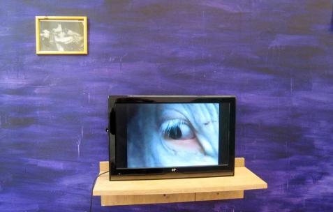 <p>Quentin Maussang, <b><i>Accident de la route</i></b>, 2013, coupure de presse encadrée, 20x15cm. Vue de l'exposition <i>Être une chose</i>, Néon, Lyon, 2014. Photo : Néon, 2013.</p>