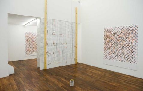 <p>Vue de l'exposition <i>Problème et tarot</i>, Néon, Lyon, 2015. Photo : Anne Simonnot/ Néon, 2015.</p>