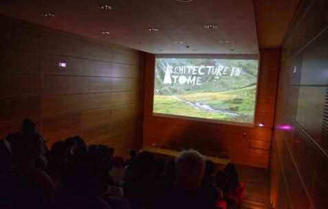 <p>Juliacks, <b><i>Architecture d'un atome</i></b>, 2015, film de fiction, couleur, 62 min, Format original: vidéo HAD, mini DV, 16mm et 8mm. Vue de l'exposition <i>Architecture d'un atome</i>, Musée d'Art Contemporain, Lyon, 2015. Photo: Anne Simonnot / Néon, 2015.</p>