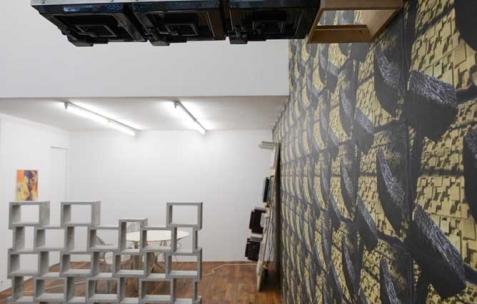 <p>Jonas Delaborde, <strong><em>Clovis Carnival Conspiracy, act II</em></strong> (détail), 2015, divers matériaux, objets, dimensions variables. Vue de l'exposition <em>Clovis Carnival Conspiracy, act II</em>, Néon, Lyon, 2015. Photo: Anne Simonnot / Néon, 2015.</p>