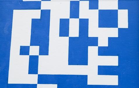<p>A is a name, <strong><em>BSoD</em></strong>, 2014, peinture sur trois panneaux OSB, 170x400cm chacun. Vue de l'exposition <em>Contre-mesure</em>, Néon, Lyon, 2014. Photo : Anne Simonnot / Néon, 2014.</p>
