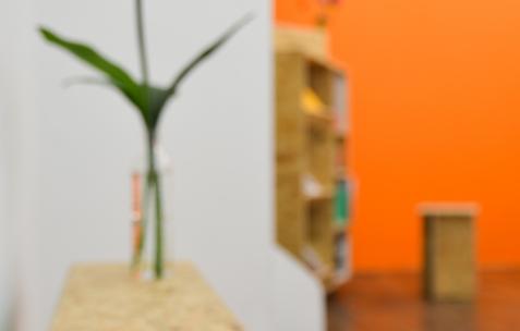 <p>Katleen Vinck et Vincent Israel-Jost,<em> <strong>VKKVKKV</strong></em>, 88 pages, 20x15cm, couverture souple jaquette impression riso reliure agrafée, impression: Autobhan, design: Alexis Jacob, édité par Théophile's Papers, 2014. Théophile's Papers en résidence chez Néon 2014 – 2016. Vue de l'exposition <em>About book</em> <em>– C/F</em>. Photo : Anne Simonnot / Néon, 2015.</p>