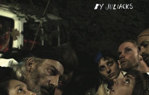 <p>Juliacks, <strong><em>Achitecture d'un Atome</em></strong>, affiche du film de fiction, 62 minutes, format original: vidéo HD, mini DV, 16mm et 8mm. Co-produit par: Néon (Lyon), La Box (Bourges), Florian Michelli et Juliacks. Octobre 2014. © Juliacks</p>