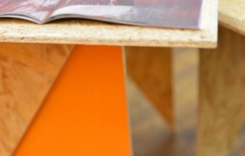 <p>Alexis Jacob, <strong><em>Perro Muerto Sleeping Dog, </em></strong>2014, risographie en noir et blanc avec insert couleur, 36 pages, seconde édition de 100 exemplaires, Théophile's Papers, 17x23cm. Sébastien Capouet, <strong><em>Palimpest</em></strong>, 2014, couverture et intérieur impression en noir sur papier blanc, reliure ficelle, 56 pages, 500 exemplaires, désigné par Alexis Jacob, Théophile's Papers, 19,7×29,5cm. Théophile's Papers en résidence chez Néon 2014 – 2016. Vue de l'exposition <em>About book</em> <em>– C/F</em>. Photo : Anne Simonnot / Néon, 2015.</p>