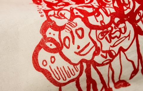 <p>Juliacks, <strong><em>Sans Titre </em></strong>(détail), 2015, sac en tissu, sérigraphie, 35x41cm. Photo: Valentin Defaux / Néon, 2016.</p>