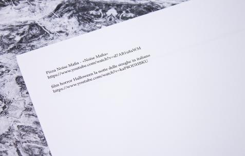 <p><strong><em>pizza noise mafia néon 22.01-19.03.2016 vernissage 21.01 19h concert 18.02 21h à partir d'une invitation à christophe de rohan chabot </em></strong>(détail<strong>)</strong>, format d'exposition: publication, 12 feuilles, A4, pochette en plastique, premier tirage à 50 exemplaires, édition: Néon, 2016.</p>