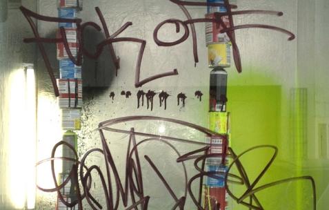<p>Benjamin Collet & Pierre Gaignard feat. Wade Guyton & Kelley Walker, <strong><em>Rihanna et Nicki ne seront jamais nos girlfriends</em></strong>, 2013, peinture, bombes aérosol, boîtes de conserve. <em>Etudes pour un multiplex décomplexé (</em>Etude #11), résidence de Benjamin Collet & Pierre Gaignard chez Néon, 2012 et 2014. Photo : Benjamin Collet & Pierre Gaignard / Néon.</p>