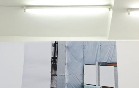 <p>Christian Aschman, <strong><em>Sans titre </em></strong>(détail), 2016, tirage numérique, 90x120cm. Vue de l'exposition <em>Don't read books</em> – commissaire : Théophile's papers – Néon, Lyon, France, 2016. Photo: Anne Simonnot/ Néon, 2016.</p>