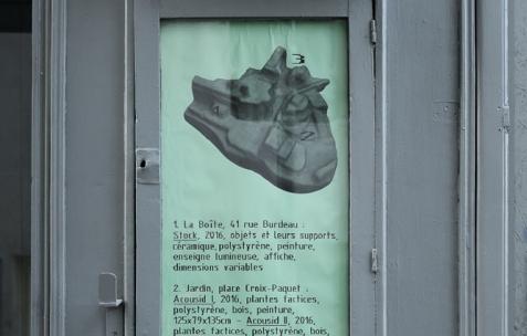 <p>Valentin Defaux &#8211; <strong><em>Stock </em></strong>(détail), 2016, céramiques, polystyrène, peinture, enseigne lumineuse, affiche, dimensions variables. Vue d'exposition Néon &#8211; La Boîte, 41 rue Burdeau, Lyon, France, 2016. Photo: Anne Simonnot / Néon, 2016.</p>