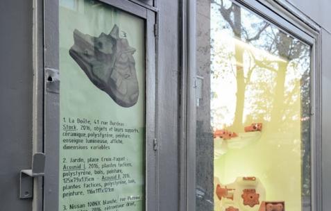 <p>Valentin Defaux &#8211; <strong><em>Stock</em></strong>, 2016, céramiques, polystyrène, peinture, enseigne lumineuse, affiche, dimensions variables. Vue d'exposition Néon &#8211; La Boîte, 41 rue Burdeau, Lyon, France, 2016. Photo: Anne Simonnot / Néon, 2016.</p>