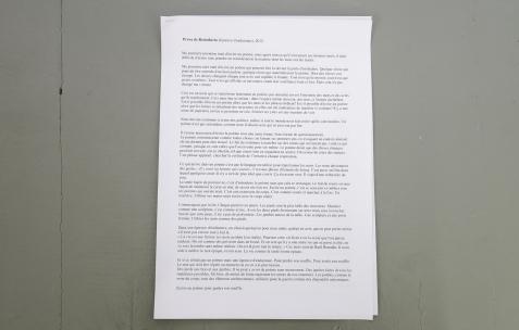 <p>Pedro Barateiro, <strong><em>Prova de Resistência (Epreuve d'endurance) </em></strong>(détail), 2012, texte, une (ou deux) personne(s), un microphone avec pied et amplification. approx. 15'. Photo: Anne Simonnot / Néon, 2017. Courtoisie Galerie Filomena Soares, Lisbonne (Portugal).</p>